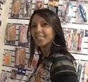imagen chica brasileña pillada en sexshop comprando