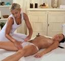chicas haciendose un buen masaje
