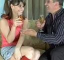 Jovencita seducida por el vecino