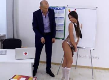 imagen Profesor dando clases fuera de horario