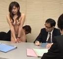 Joven secretaria en reunion de negocios
