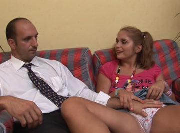 imagen Padre degenerado tiene sexo con su hija de 18 años