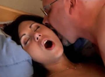 imagen El viejo sabía como dar placer a una chica joven