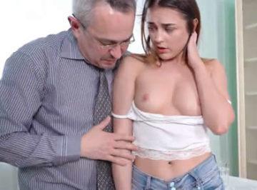 imagen Intimidada por su profesor particular