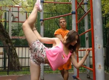 imagen Se conocieron en un parque, con esa flexibilidad se la tenía que follar