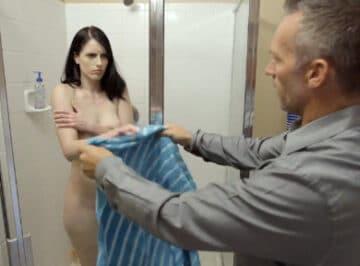 imagen ¿Te da vergüenza que te vea desnuda tu padre?