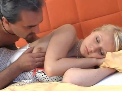 padre folla dormida